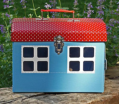 children_s_suitcase_house